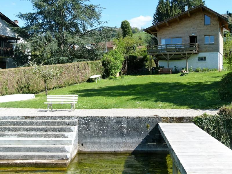 Chalet les pieds dans l'eau, holiday rental in Chirens