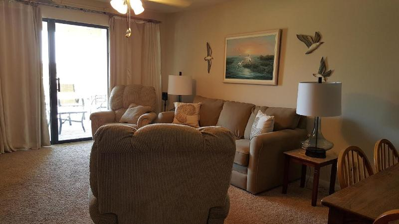 Beautiful 2BD-2BA w/ view sleeps 6 great reviews!, alquiler de vacaciones en Orange Beach