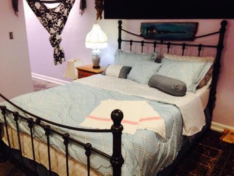 Purple queen bedroom (basement level)