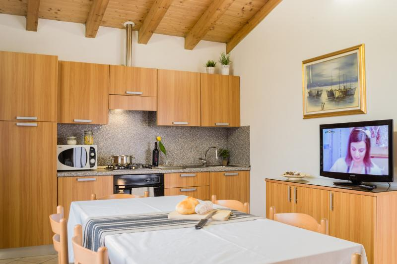 Oasi Milano Apartments - TWO BED-ROOM FLAT, holiday rental in Turate