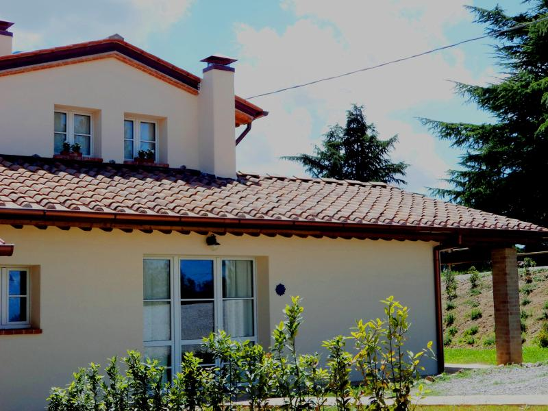 holiday home in Tuscany Airco, WiFi, private garden, parking place, pool