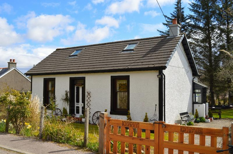 Connas Cottage, enclosed garden, pet friendly, value for money, peaceful., vacation rental in Kilfinan