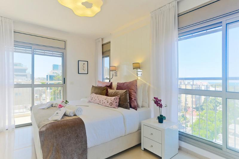 AMAZING DUPLEX SEE VIEW 5MIN TO THE BEACH, location de vacances à Jaffa