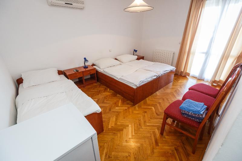Nice room with a huge balcony - 203, casa vacanza a Kastel Luksic