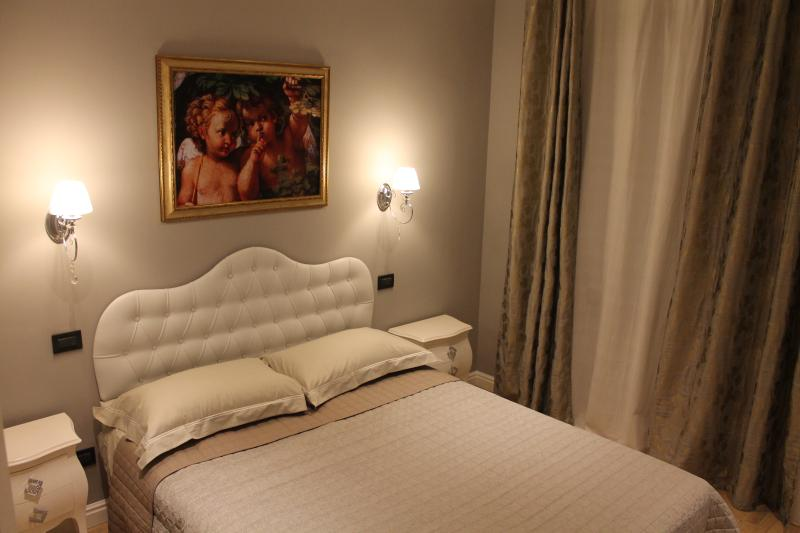 ROMANTIQUE ROOM at BnB Fine Venice, holiday rental in Marghera