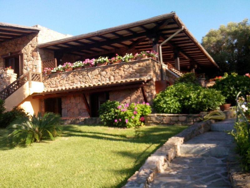 Case Piccole Con Giardino : Casa singola con giardino privato e posto auto aggiornato al
