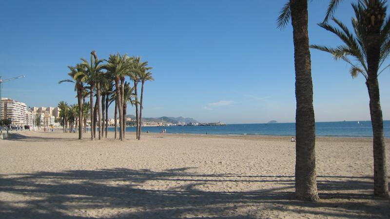 Casa en playa. A cinco minutos a pie de dos playas.Tranquila y en zona típica. – semesterbostad i Villajoyosa