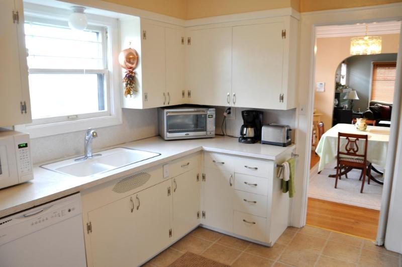 Fully-equipped cook's kitchen