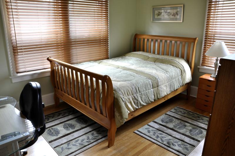 Audubon guestroom with sleigh bed
