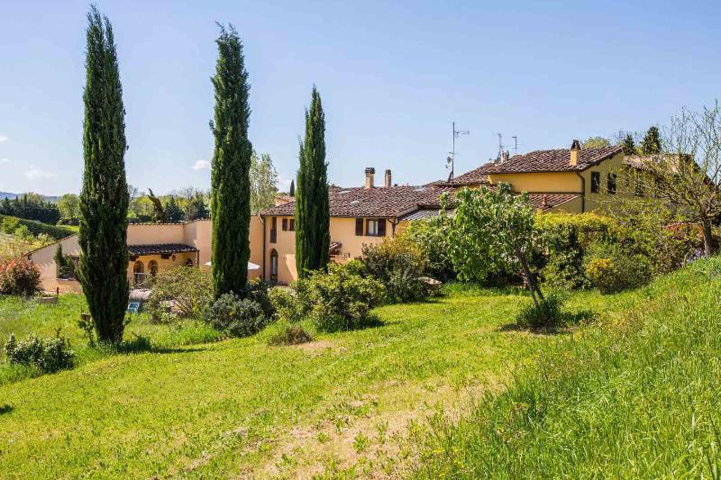 TINAIA-1 casa/villa 11/16 p. letto, holiday rental in Osteria Nuova