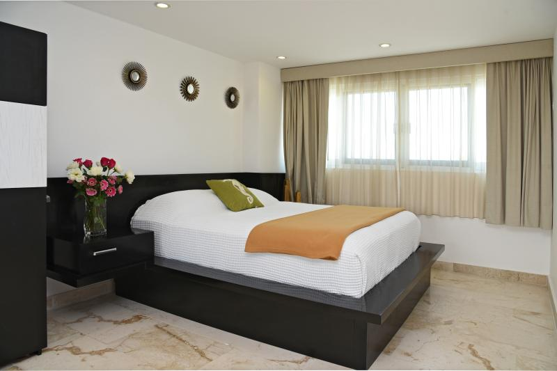 a very conformable luminous bed room