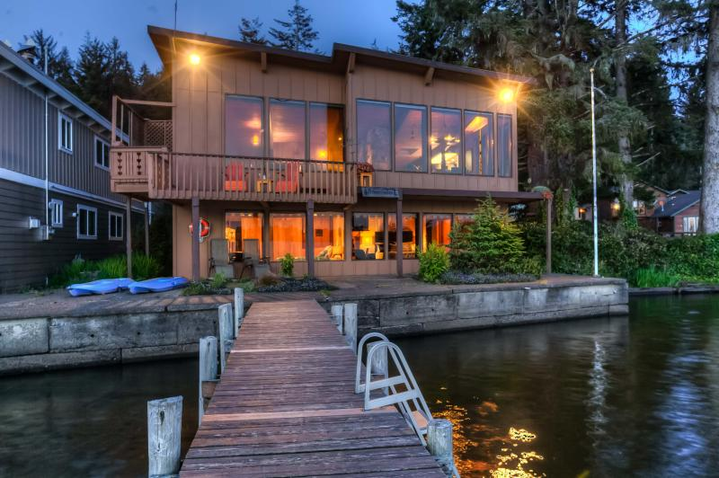 Brannholm Lakefront Home with Dock-Pet Friendly, holiday rental in Lincoln City