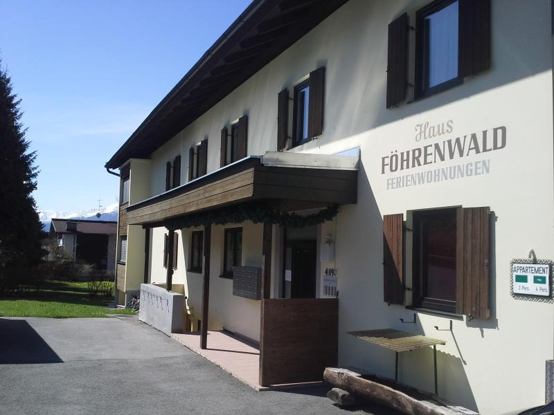 Eingang Haus Föhrenwald