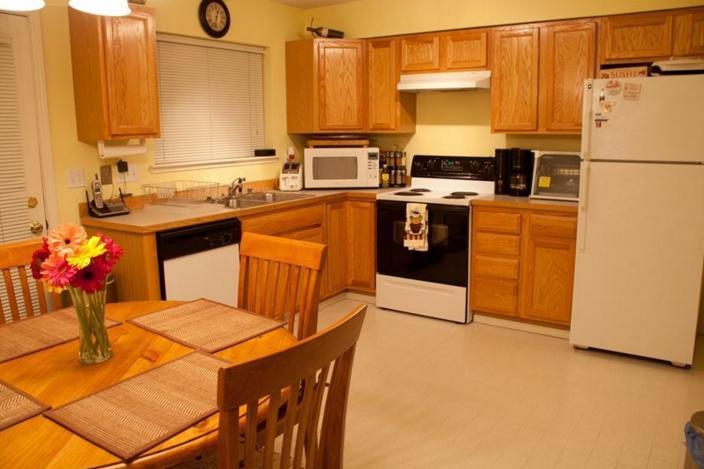 9841 C kitchen