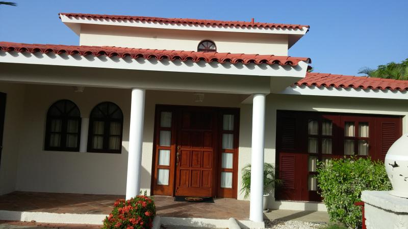 Front of villa in Crown Villa Estate area