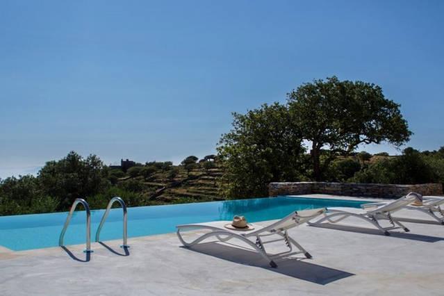Villa Oliva in Kea | pool - view - petanque court, alquiler vacacional en Ceos