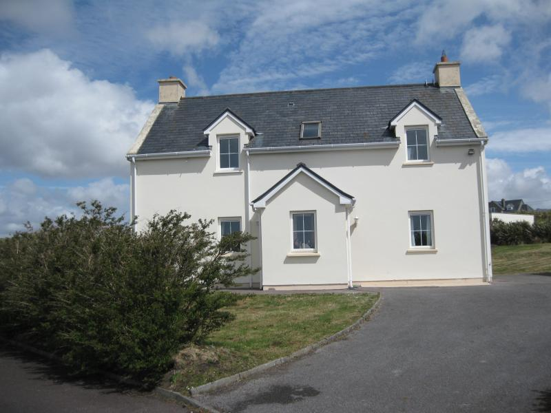 Holiday Home with WiFi, Waterville Kerry, Ferienwohnung in Ballinskelligs