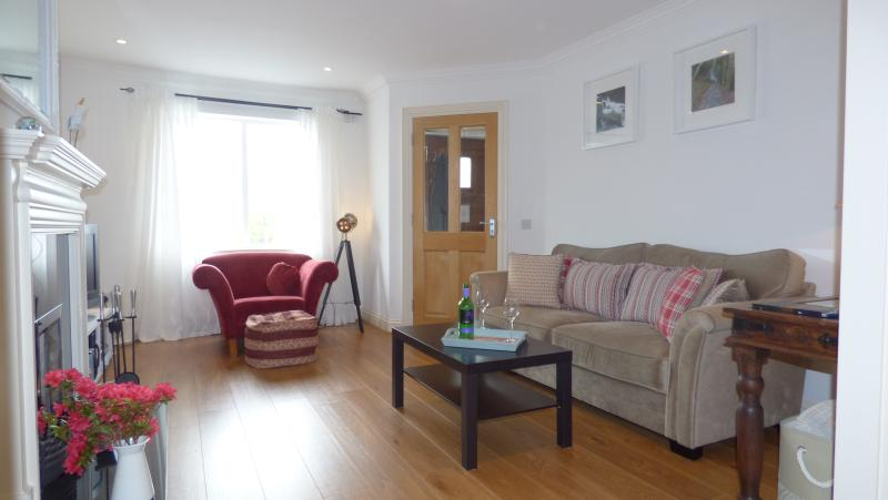 Bright spacious sitting room - WiFi throughout, Sky TV