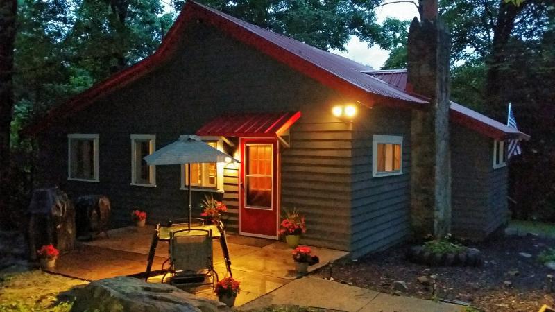 Seven Springs - Laurel Highlands Cabin Rental, alquiler vacacional en Somerset