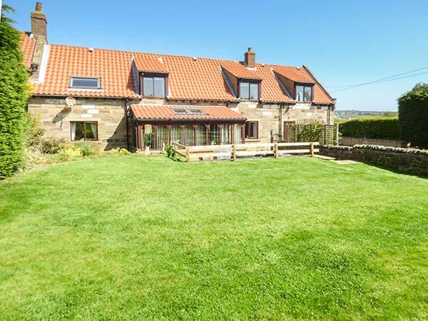 Garden Walk Buffalo Cottage District 5: AIRY HILL FARM COTTAGE, Traditional Cottage With WiFi