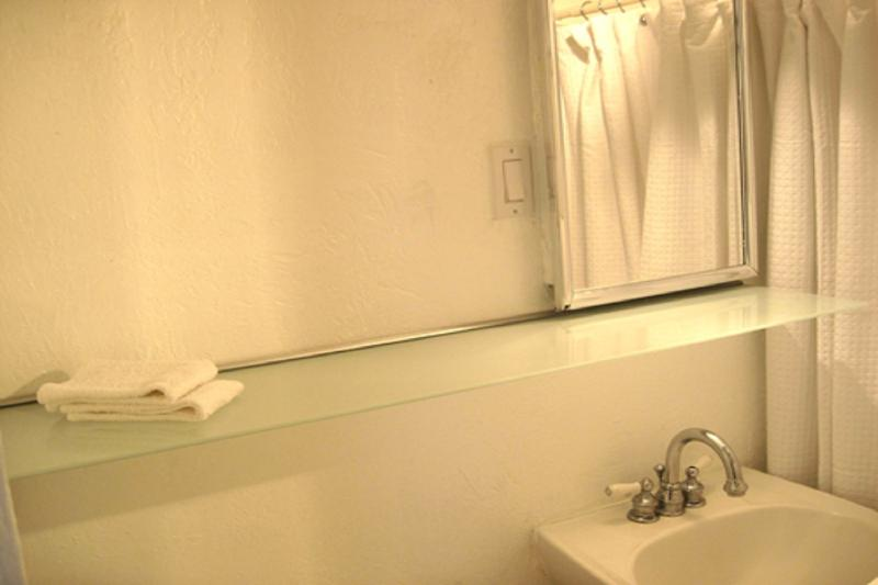 Bathroom Nr 3 with standing shower