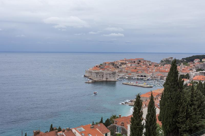 Art Atelier Apartment + Free parking, vacation rental in Dubrovnik