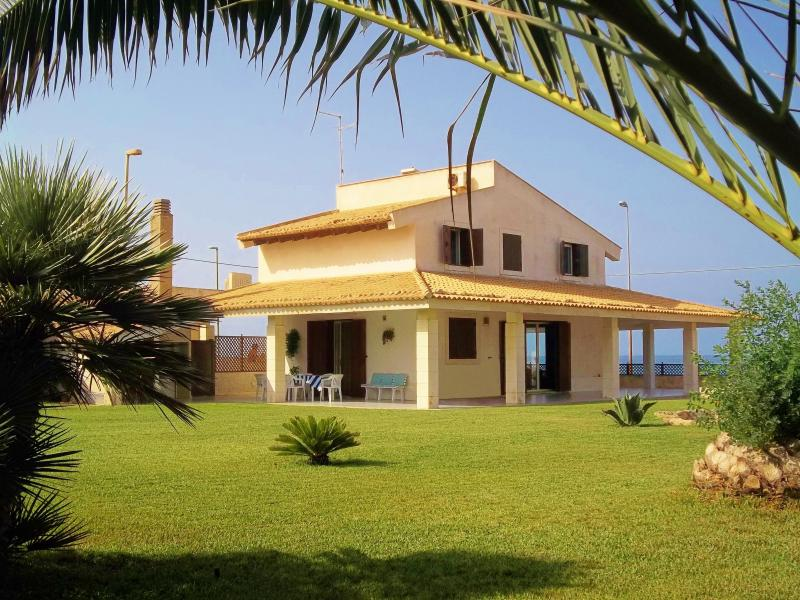Villa Robeska sul mare, vacation rental in Scoglitti
