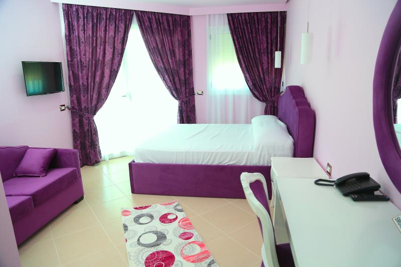 Nomelia Residence Triple Delux Seaview. Suitable for a family with children / ò three adult