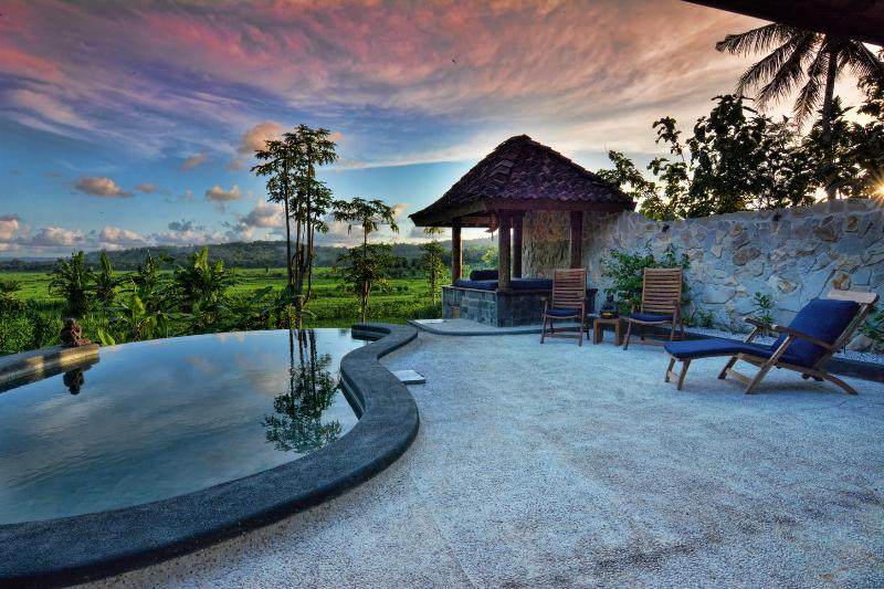 Villa Blue Steps. Private Villa with stunning view, only 10 min from Yogyakarta city