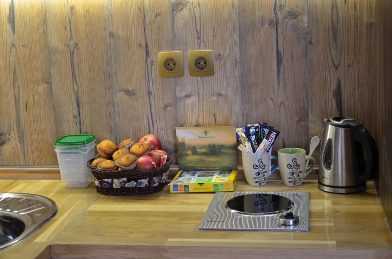 cooking plates, toaster, coffee maker