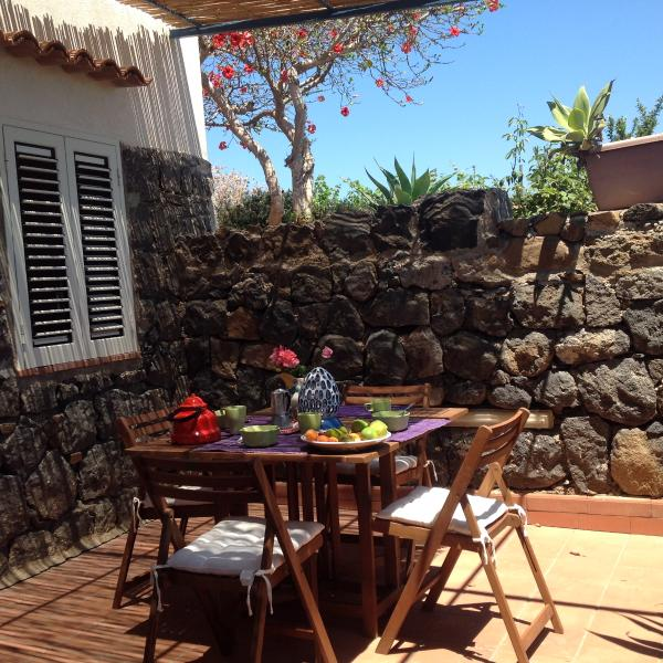CASA MARGHERITA (SOTTO), holiday rental in Ustica