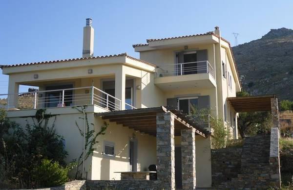 Modern Villa in Aetos, Karystos, alquiler vacacional en Karystos
