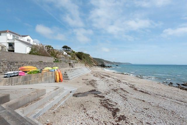 spiaggia Plaidy è letteralmente a portata di mano