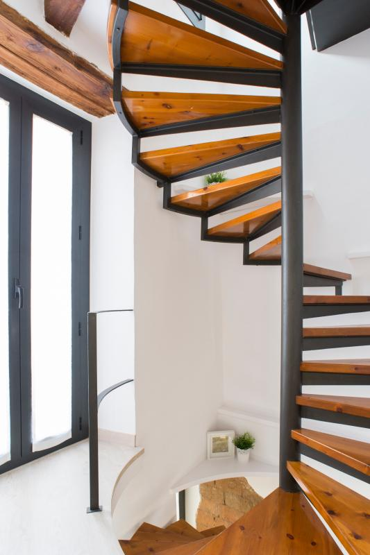 Spiral staircase access to different plants