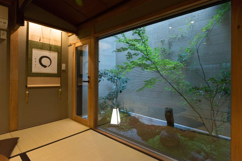 Quiet Traditional House- BEST location, 8 walk to GION x FREE WIFI, holiday rental in Suita
