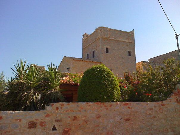 Stone Tower-house in Mani, holiday rental in Omales