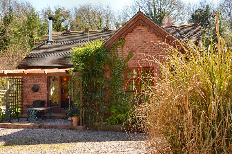 Barn Cottages - Acorn, 10-15 mins walk to Town Centre, Wifi+Parking, No pets, holiday rental in Condover