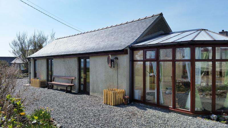 ONE BED CHALET, NEAR BEACH, QUIET RURAL SETTING, holiday rental in Isle of Lewis