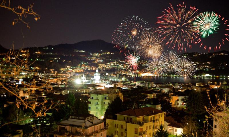 SILK con parcheggio privato  e tarrazza panoramica, holiday rental in Brunate