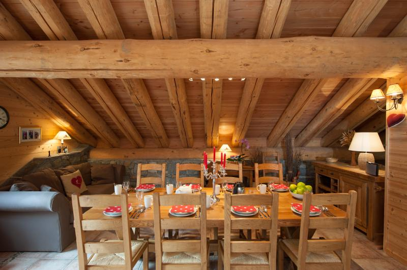 The traditional dining area in the chalet has a warm & relaxed ambiance