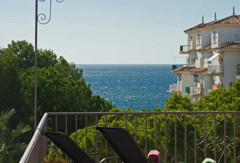Gran balcón con vistas al sur del Mediterráneo y la montaña de 3 enormes balcones.