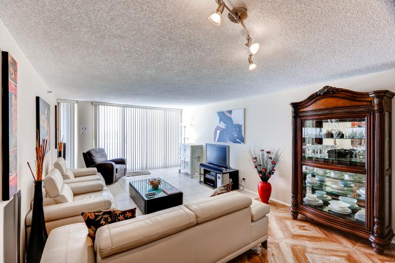 This open living room has plenty of room for your whole group to hang out together