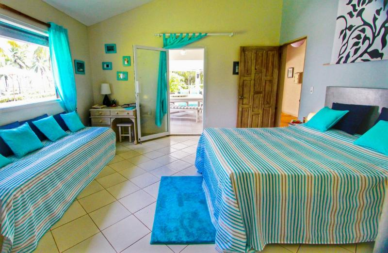 The turquoise bedroom with ocean view