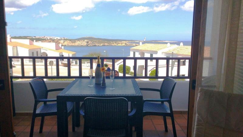 Apartamento con piscina a 5 minutos de la playa, location de vacances à Playas de Fornells
