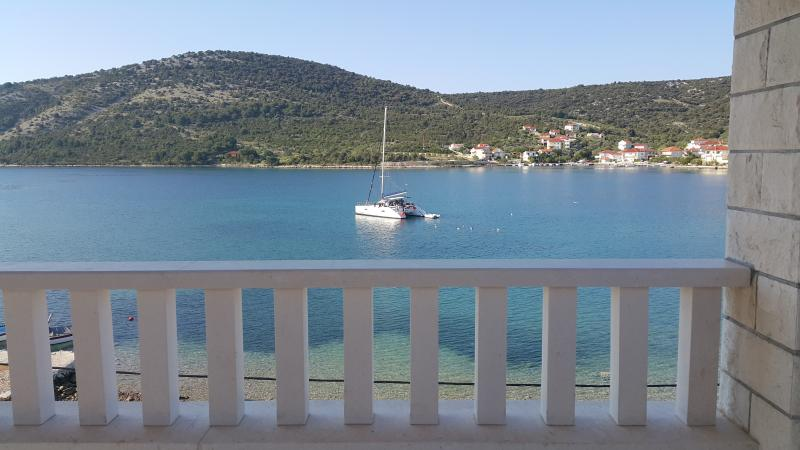 Seafront apartment, vacation rental in Vinisce