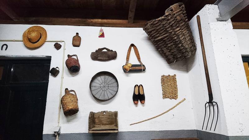 Objetos do Museu Agrícola existente na habitação