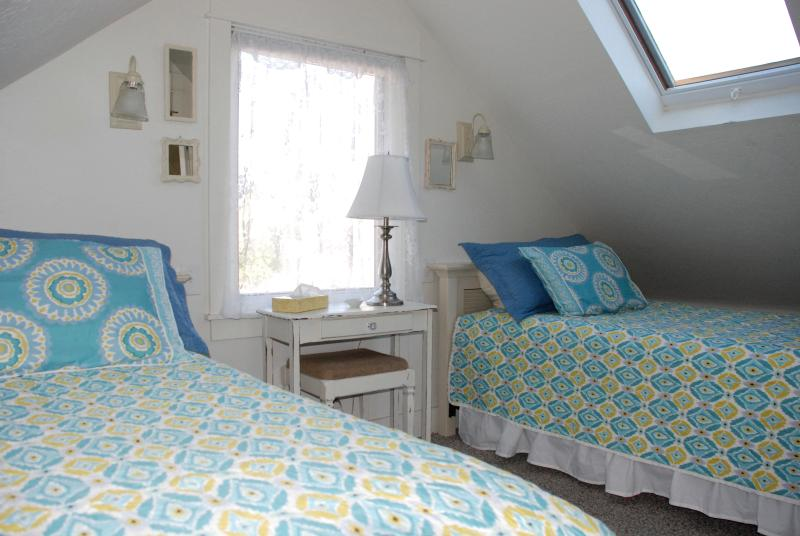 Heritage House - twin bedrooms (upstairs with bath)