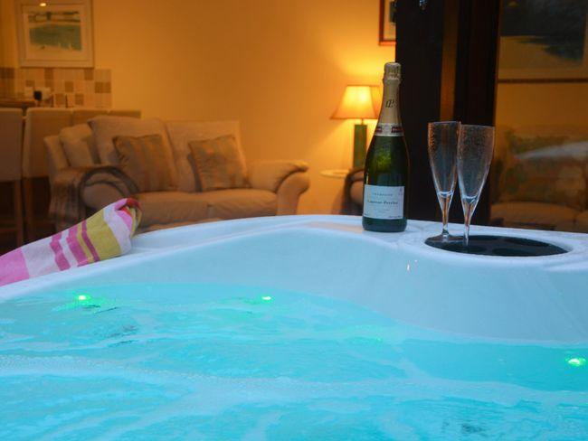 Private hot tub to relax in and star gaze in the evenings