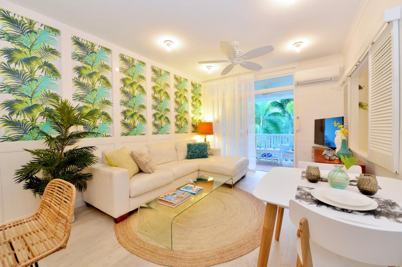 All Retro Port Douglas apartments feature beautiful 'retro' styling, a 40' TV with Netflix & Foxtel