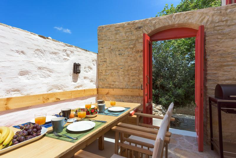 Platanos Cottage, holiday rental in Ano Symi